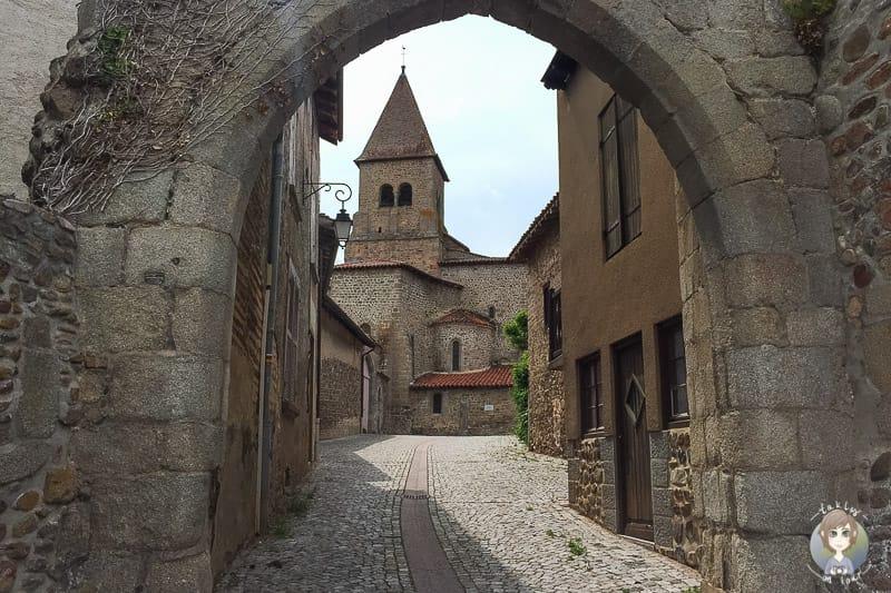 Eingang vom Priorat in Pommiers
