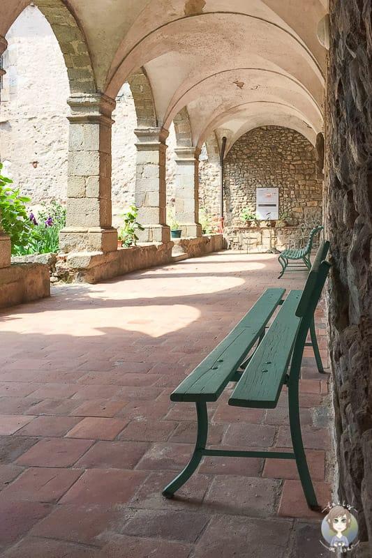 Ein Säulengang im Priorat von Pommiers