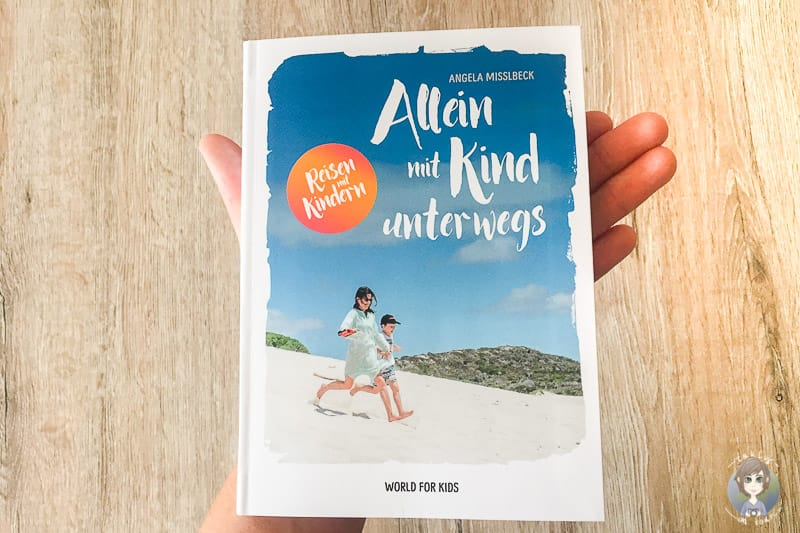 Ein handliches Buch mit Tipps für Urlaub allein mit Kind