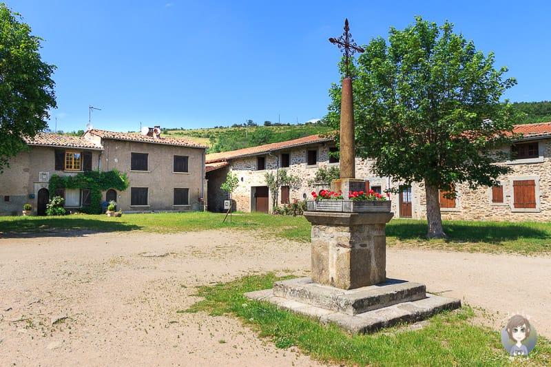 Courtyard in Sainte-Croix-en-Jarez einem village de caractere