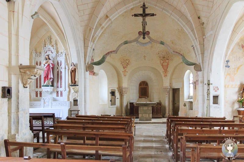 Innenraum der Kirche von Montarcher in Frankreich