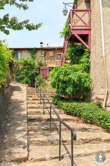 Natursteintreppe in Saint-Jean-Saint-Maurice sur Loire