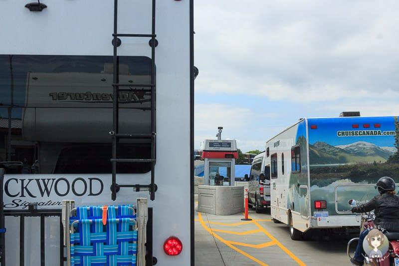 Passkontrollen in Victoria nach der Fahrt mit der Fähre nach Vancouver Island