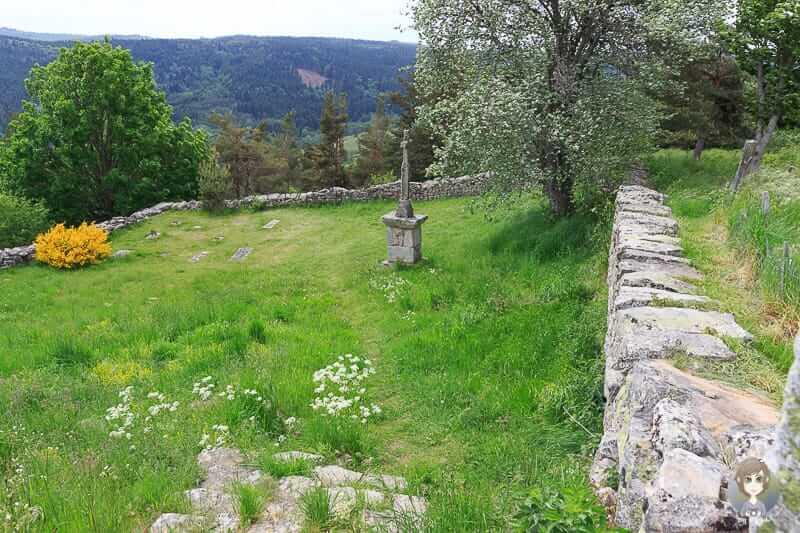 Spaziergang durch Montarcher in Frankreich
