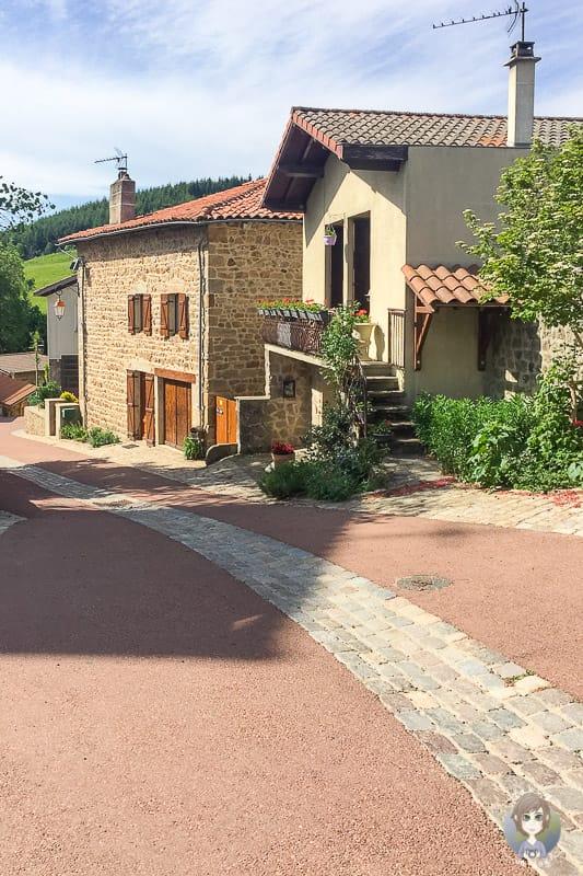 Steinhäuser in Marols einem Künstlerdorf