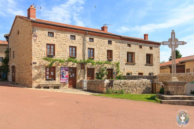 Der Sitz der Touristeninformation in Marols in der Loire Frankreich