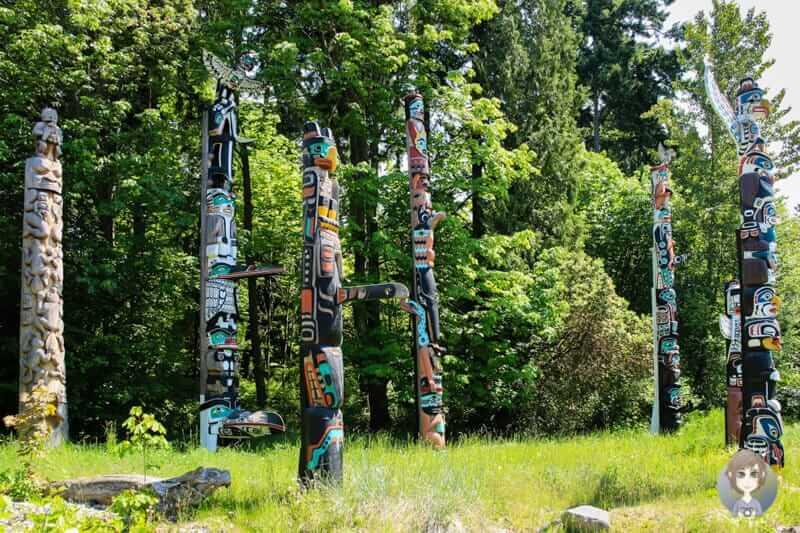 Eine der Haupt-Sehenswürdigkeiten Vancouvers ist der Stanley Park mit seinen Totempfählen