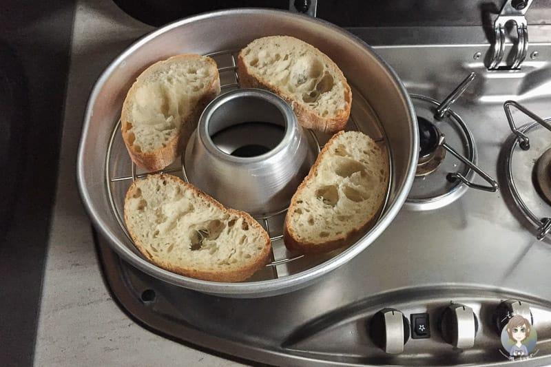 Brötchen aufbacken im Omnia Ofen