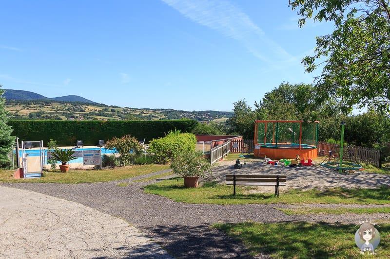 Pool und Spielplatz auf dem Camping Bel Epoque du Pilat
