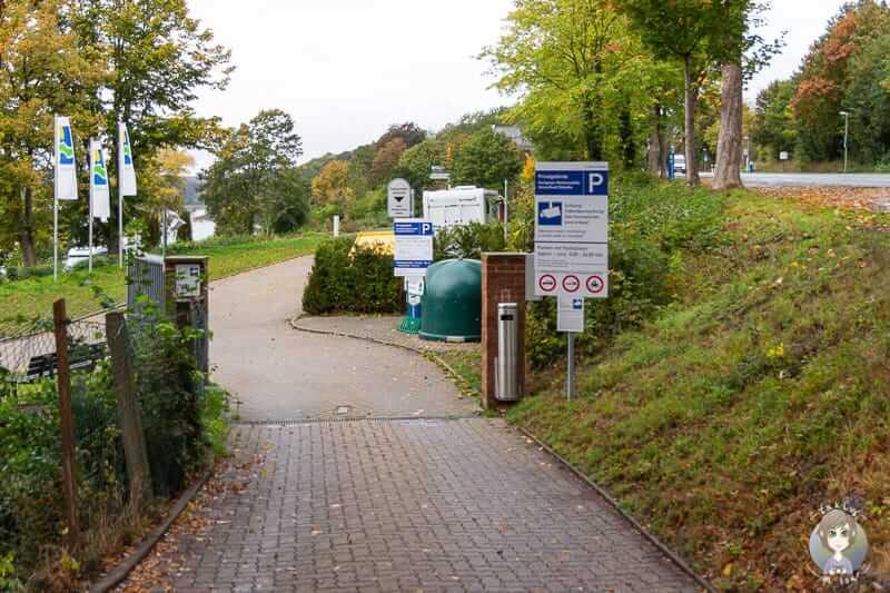 Einfahrt vom Wohnmobilstellplatz Möhnesee beim Camping im Sauerland