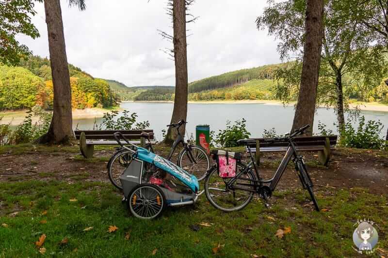 Fahrrad am Hennesee beim Camping im Sauerland