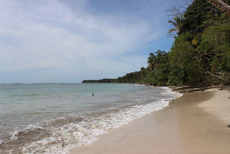 Meer im Nationalpark Cahuita-Glamping Costa Rica gindeslebens