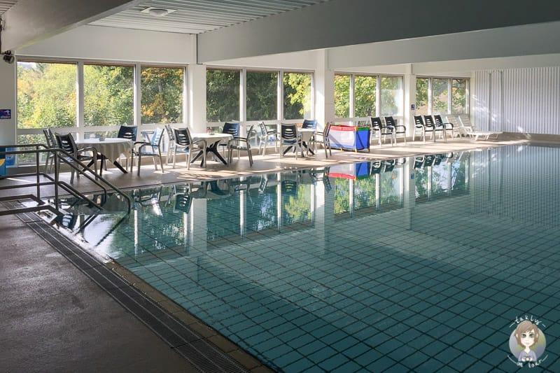 Schwimmbad Hennesee beim Camping im Sauerland