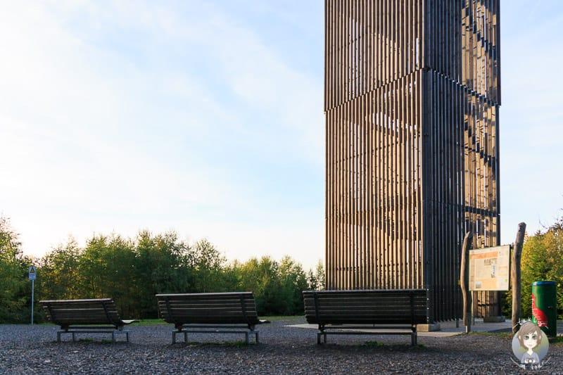 Bänke am Möhnesee Turm im Sauerland