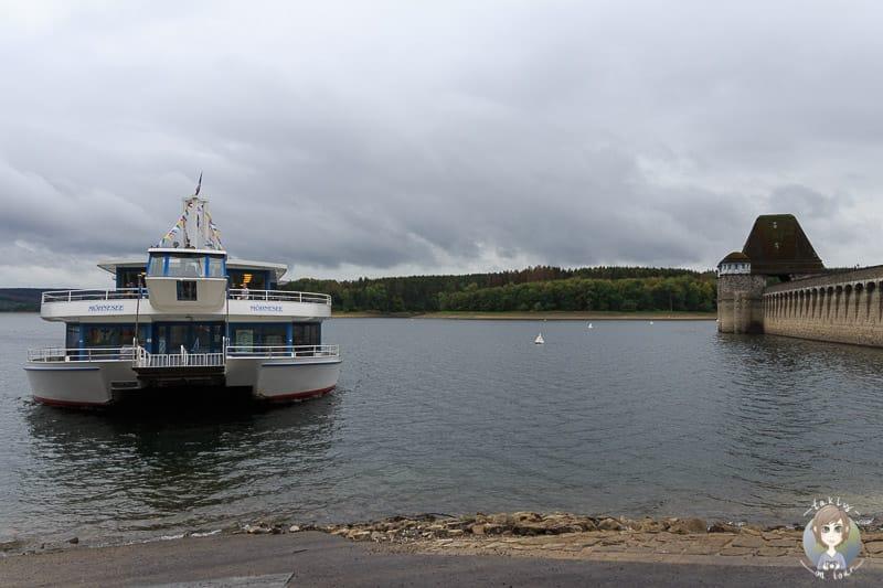 Schifffahrt Möhnesee an der Sperrmauer