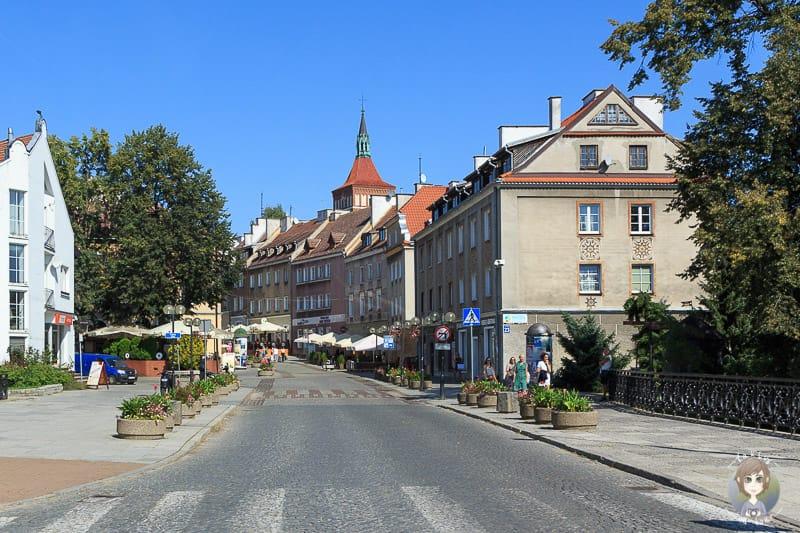 Fahrt durch eine Stadt in Polen auf dem Landweg ins Baltikum
