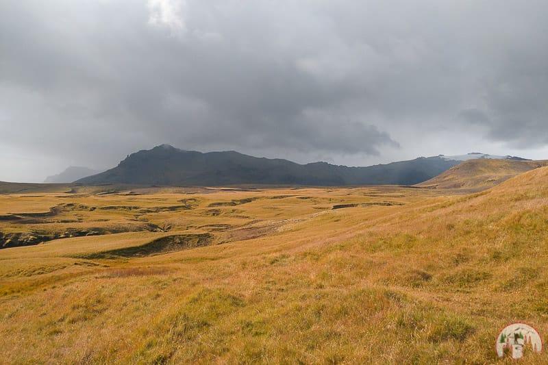 Die Landschaft oberhalb vom Skógafoss in Island