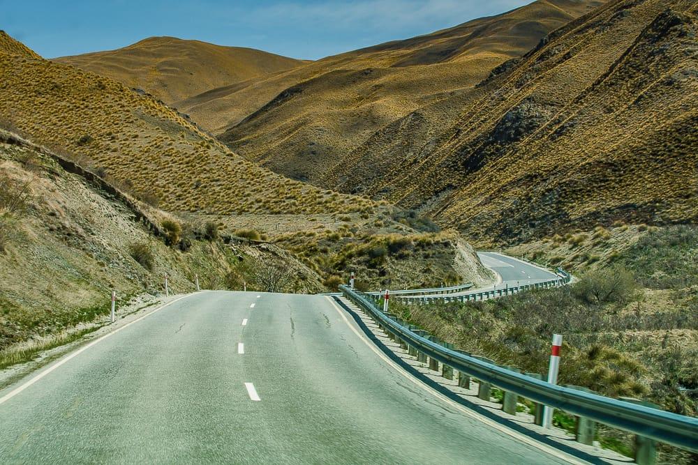 Kurvige Strassen für Camper und Mietwagen in Neuseeland