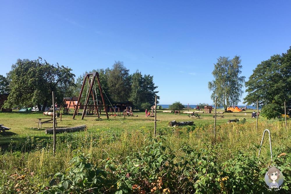 Spielplatz vom Jurasdzeni Camping im Baltikum mit Kind