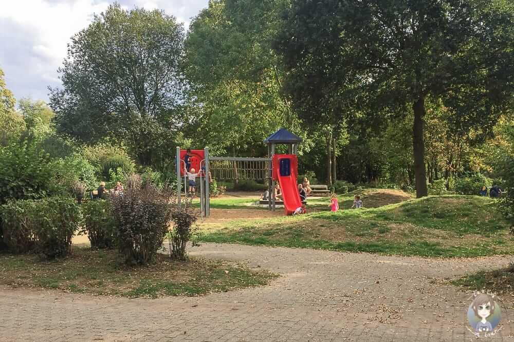 Kinderspielplatz in den Erftauen am Schloss Paffendorf