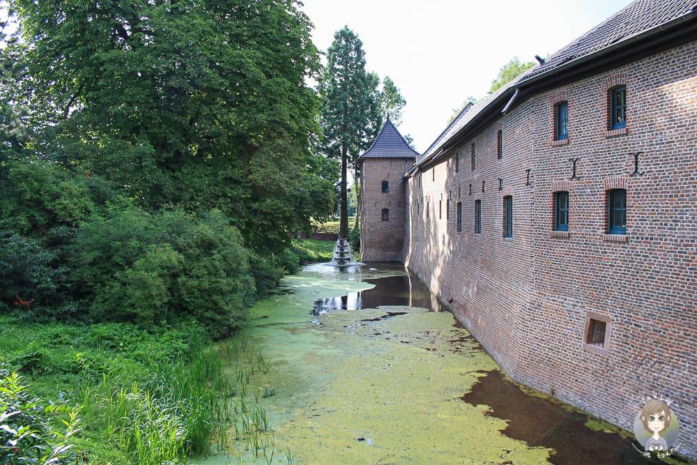 Vorderseite vom Wasserschloss Paffendorf