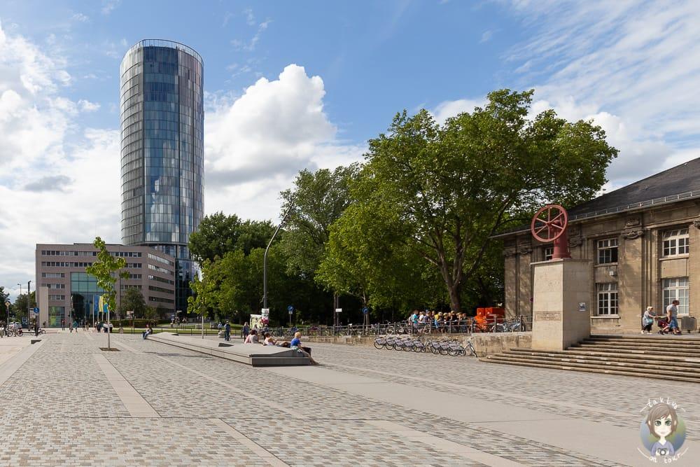 Weg zum Triangle Turm Köln