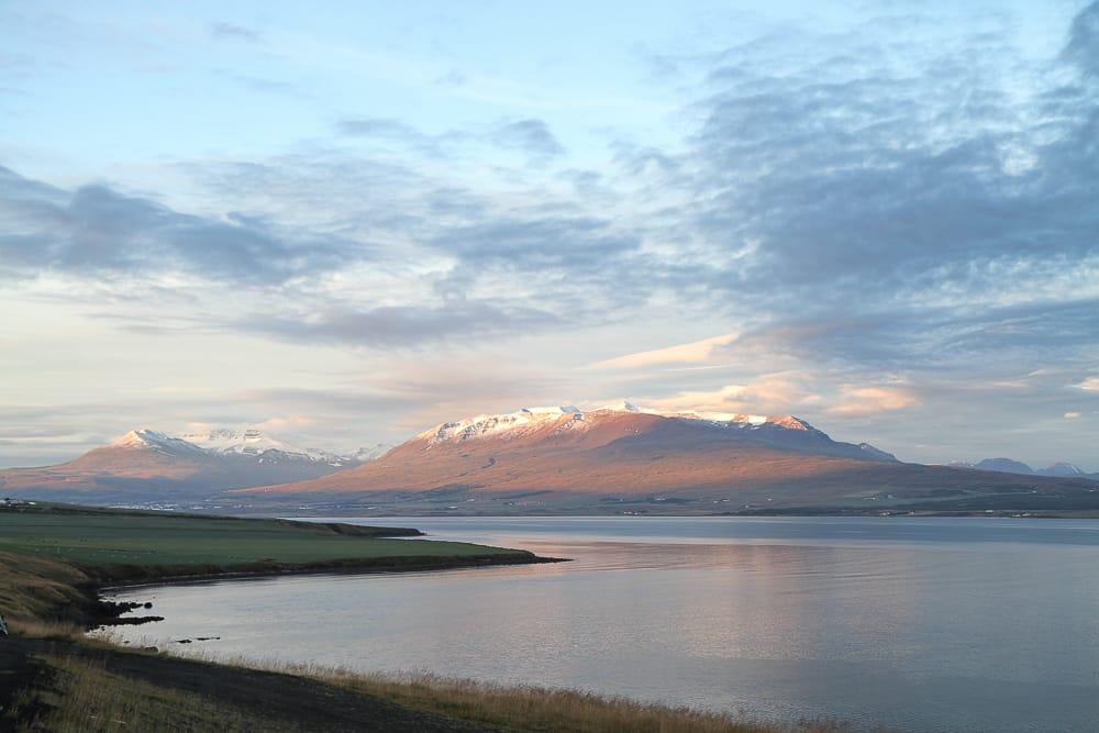 Sonnenaufgang in Akureyri in Islands Norden